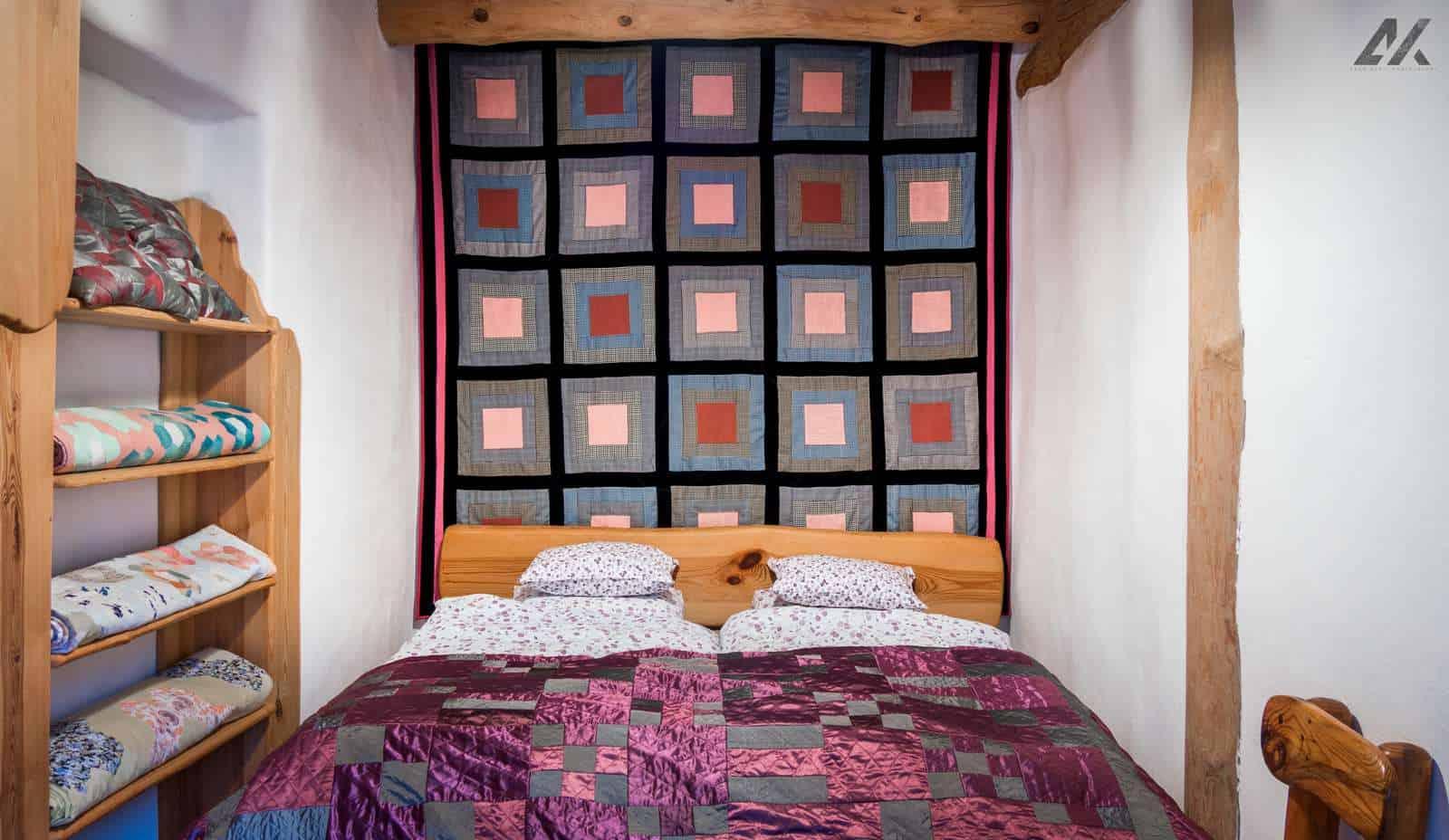 Kismélyvölgyi Vendégház - emeleti hálószoba foltmunkákkal - szállás Pécs