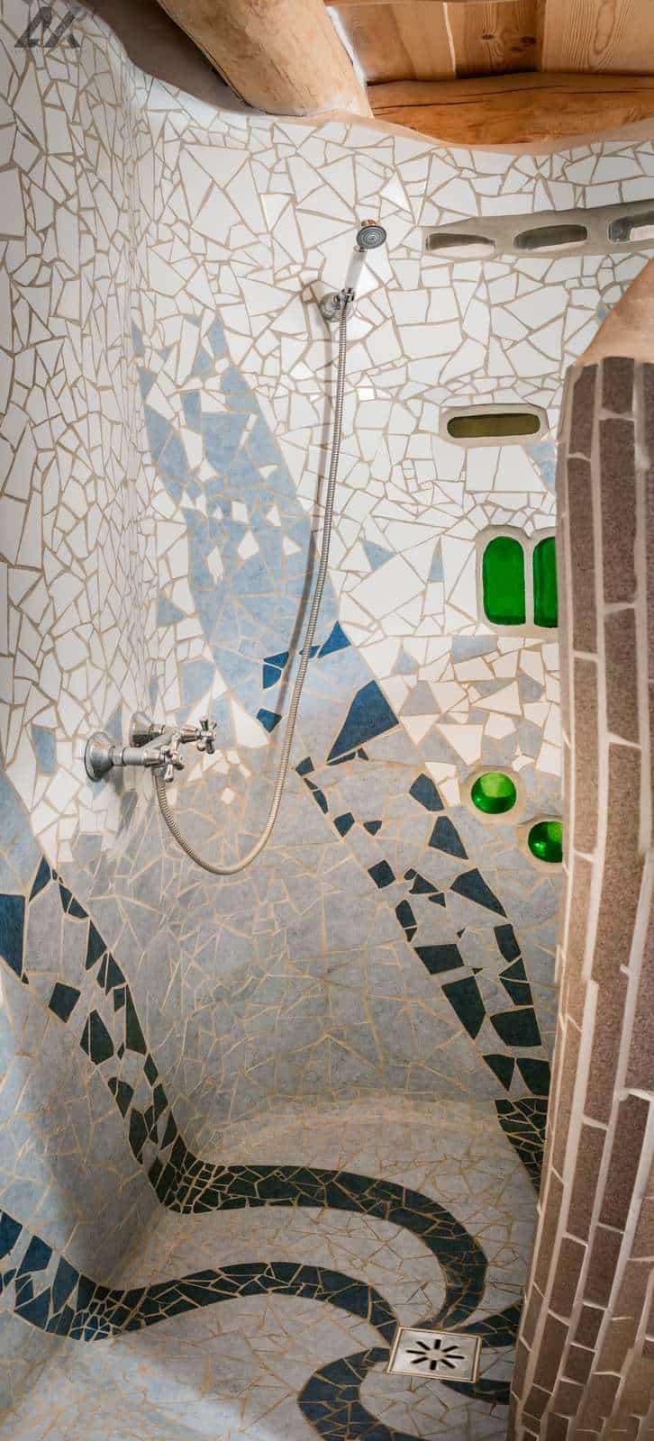 Kismélyvölgyi Vendégház - emeleti zuhanyzó - apartman Pécs